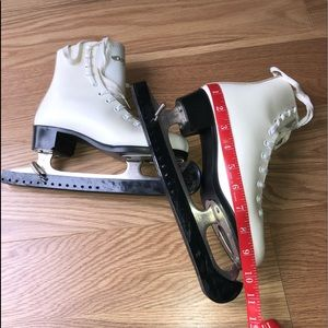 Dominion Canada Other - Figure skates